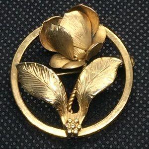 Vintage Flower Giovanni Gold Tone Brooch